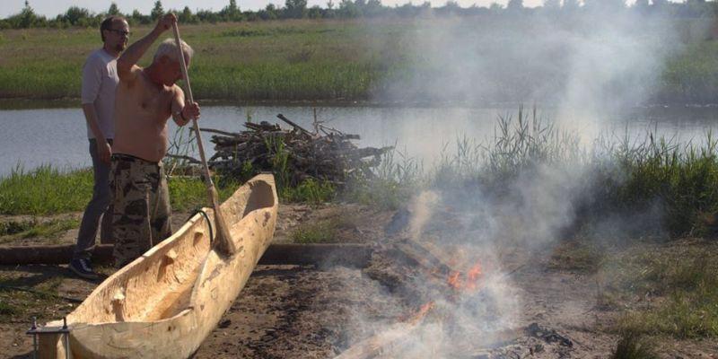Soomaa dugou-boat buillding